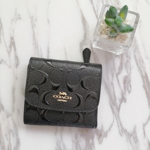COACH SMALL WALLET IN SIGNATURE LEATHER F88907